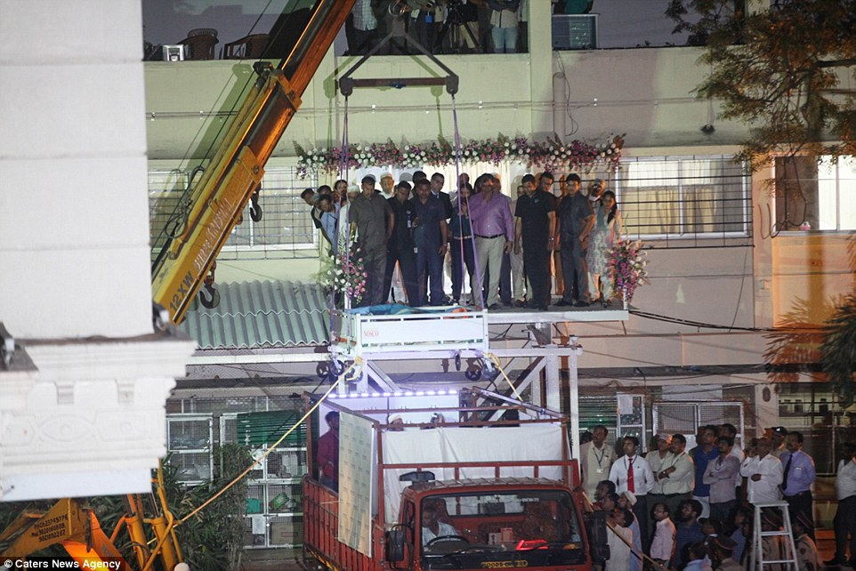 3D13DF0300000578-4214978-Above_is_the_crane_which_was_used_to_take_Ms_Aty_to_Saifee_Hospi-a-27_1486829138058.jpg